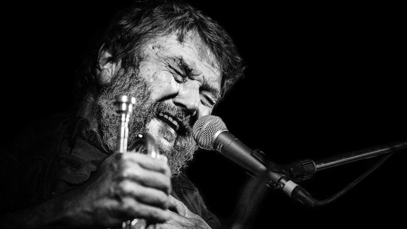 Zfotografií Jiřího Hrbka je slyšet muziku. Teď jeho výstavu Setkání okamžiků hostí Klenová