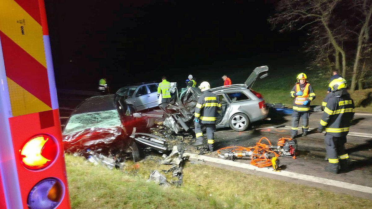 Na Znojemsku havarovala tři auta: čtyři mrtví, vážně zraněné dítě