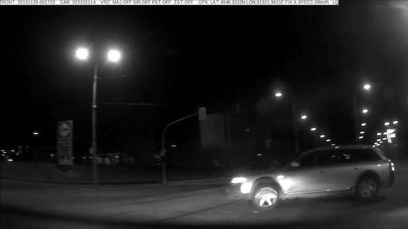 Zdrogovaný mladík ujížděl noční Plzní stošedesátkou. Měl šest zákazů řízení