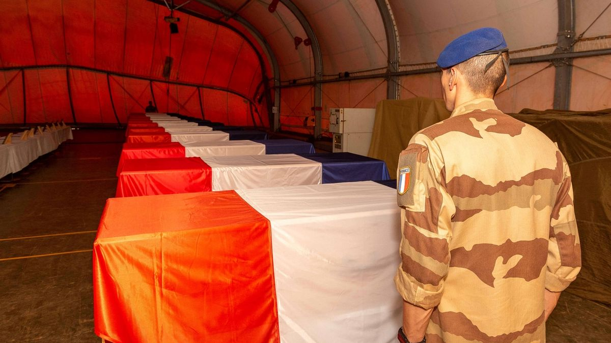 Islámský stát se přihlásil k nehodě helikoptér a smrti 13 francouzských vojáků
