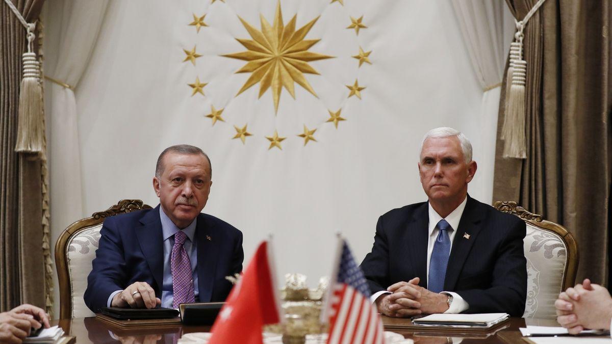 Kurdové musí pryč, Erdogan dostane, co chtěl. Bílý dům se chlubí vyjednanou dohodou