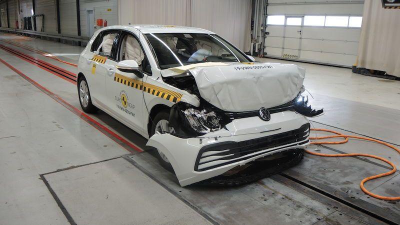 Nový Volkswagen Golf prošel nárazovými zkouškami