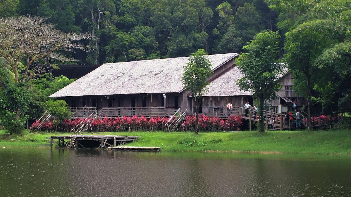 S kulturou lovců lebek se lze na Borneu bezpečně seznámit v živém muzeu
