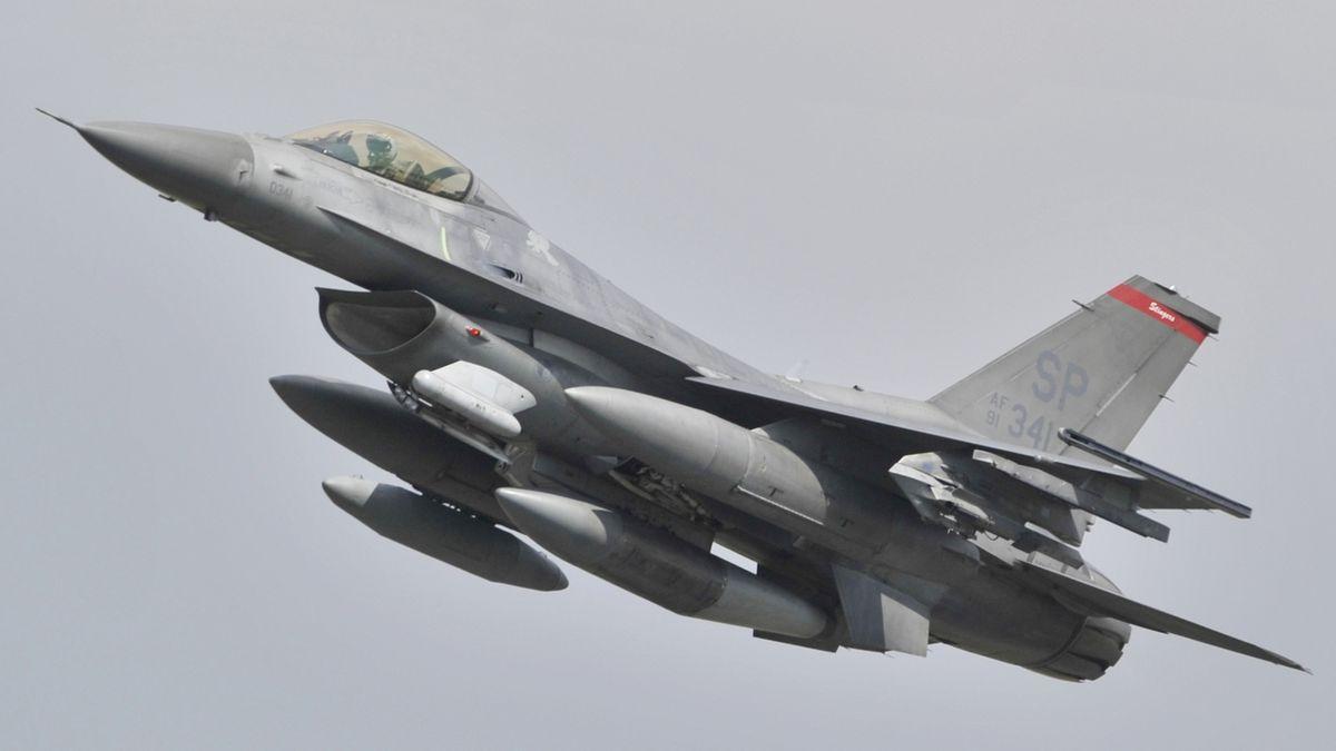 Nedaleko Trevíru se zřítila americká stíhačka F-16