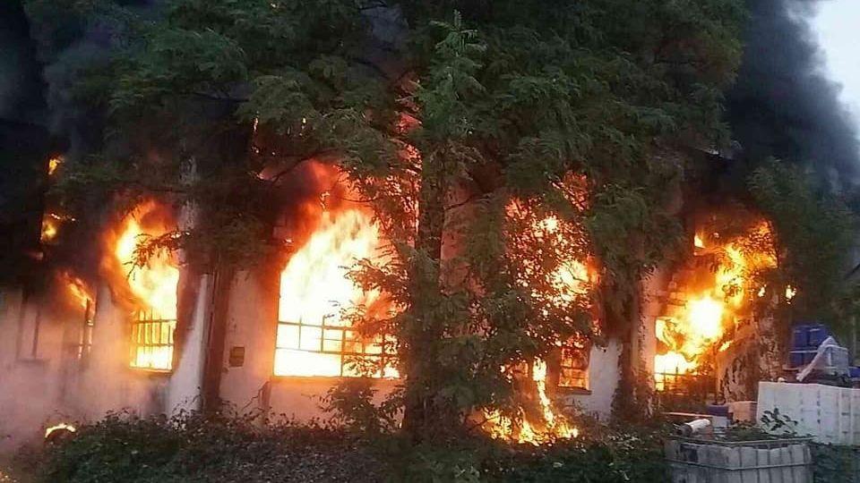 V Trnavě evakuovali 1500 lidí kvůli požáru skladu s chemikáliemi