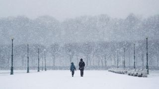 Meteorologové varují před silným větrem a ledovkou