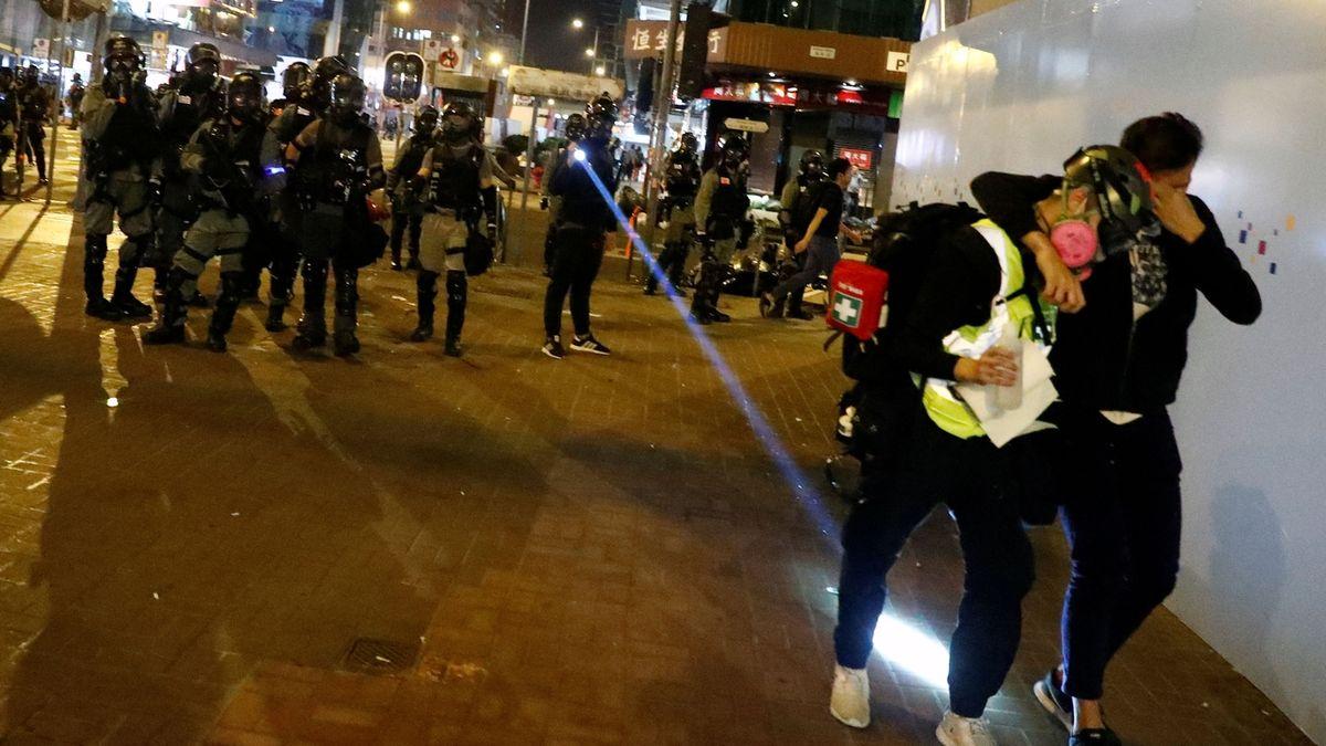 V Hongkongu střílela policie na demonstraci ostrými