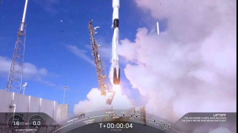 Muskova firma vypustila na oběžnou dráhu dalších 60 družic sítě Starlink