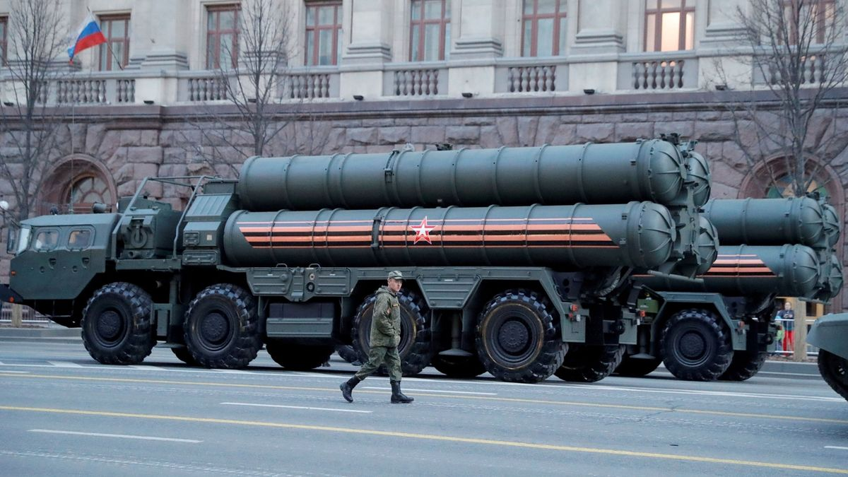Indie zaplatila Rusku zálohu za protiraketový systém S-400. Riskuje tím sankce od USA