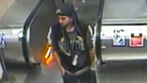 Neznámý útočník zbil bezdůvodně cestujícího v metru