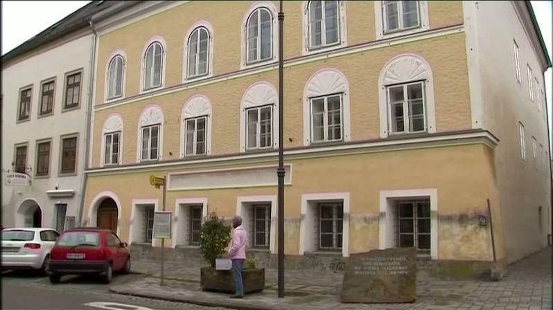 V Hitlerově rodném domě se usadí policie