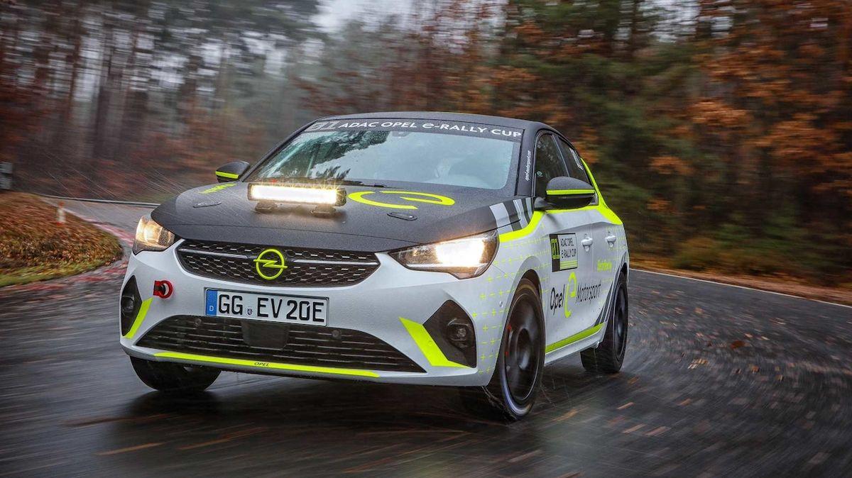 Opel testuje rally auto do zásuvky