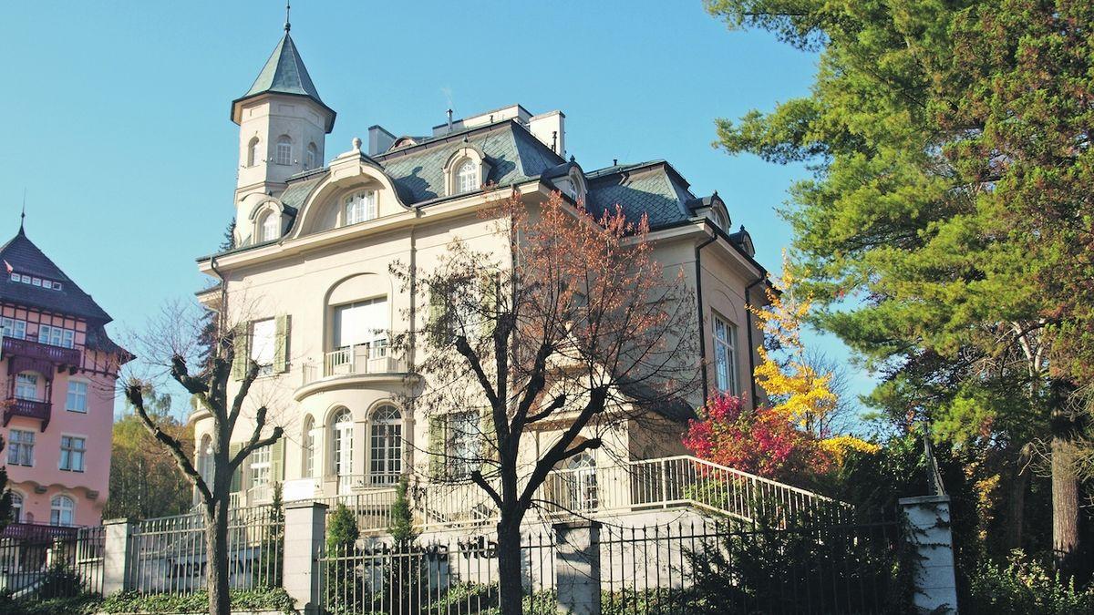 Do Becherovy vily v Karlových Varech opět zatéká