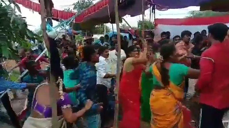 Na svatbě se strhla hromadná bitka mezi hosty kvůli hudbě