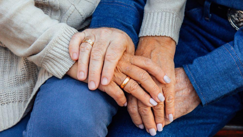 Po 60 letech od zásnub se konečně mohli vzít