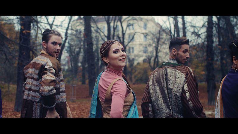 Ivana Korolová oznamuje vydání debutové desky klipem k písni Paleo
