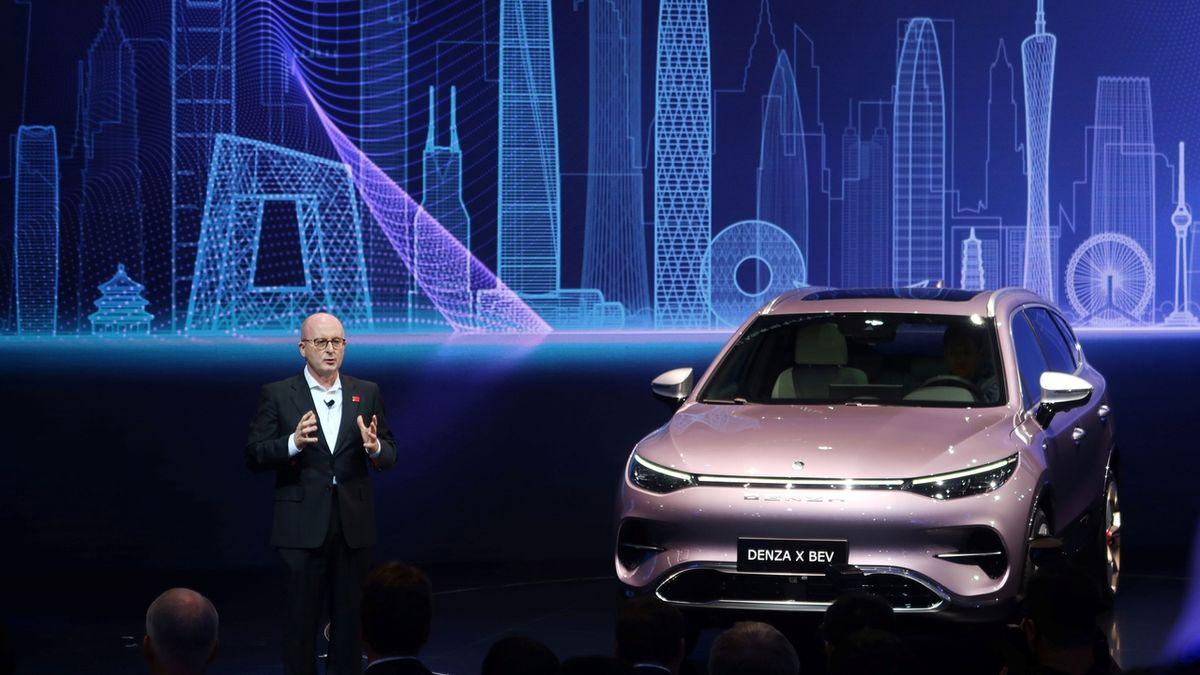Světové prodeje aut čeká největší propad od krize
