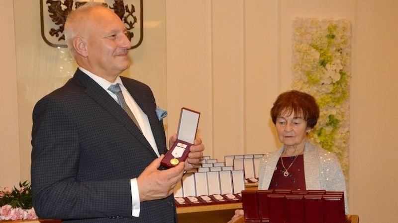 VOstravě ocenili dobrovolné dárce krve zlatou medailí prof. MUDr. Jana Janského