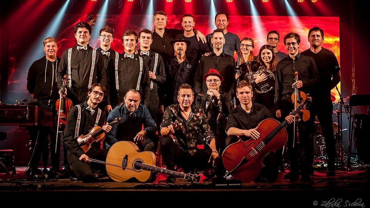 Petr Bende startuje symfonické vánoční turné