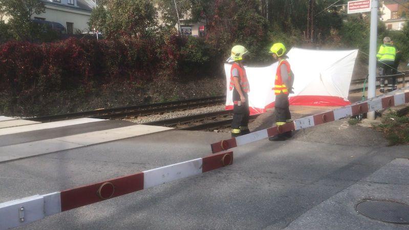 Žena v Černošicích si lehla přímo před vlak