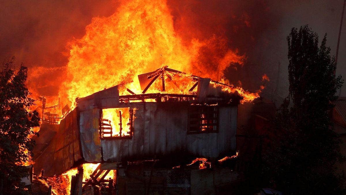 Silné lesní požáry zničily v Chile nejméně 120 domů