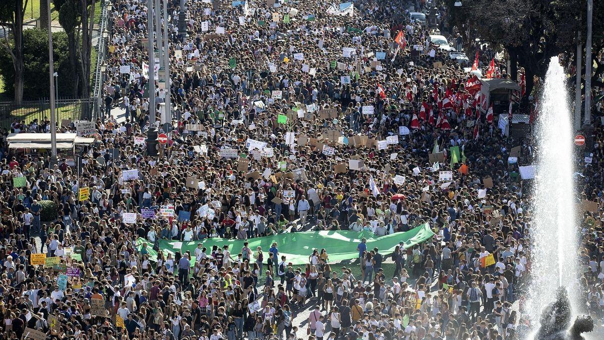 Statisíce lidí demonstrovaly za klima. Greta se sešla s Trudeauem a také ho zkritizovala