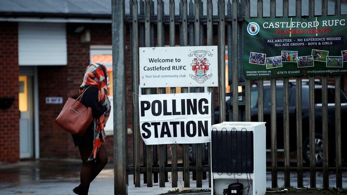 Britští konzervativci získali v doplňovacích volbách jednoho poslance navíc