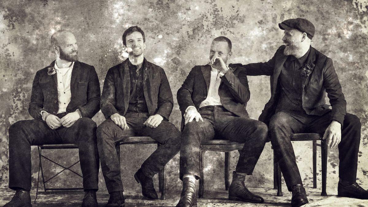 RECENZE: Coldplay teď krmí hudbou především sebe