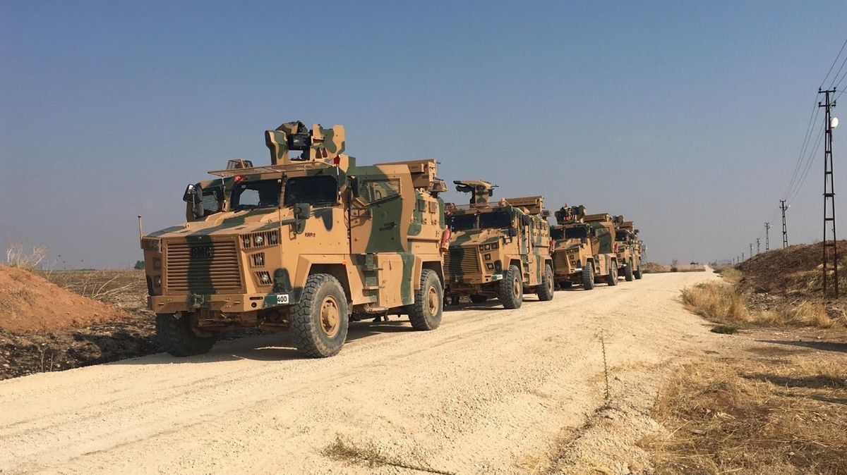 Rusové s Turky zahájili společné pohraniční hlídky na severu Sýrie