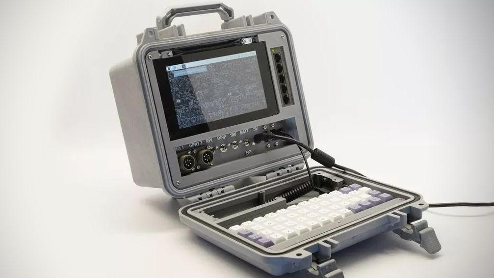 Počítač za pár stovek předělal nadšenec na nerozbitný notebook