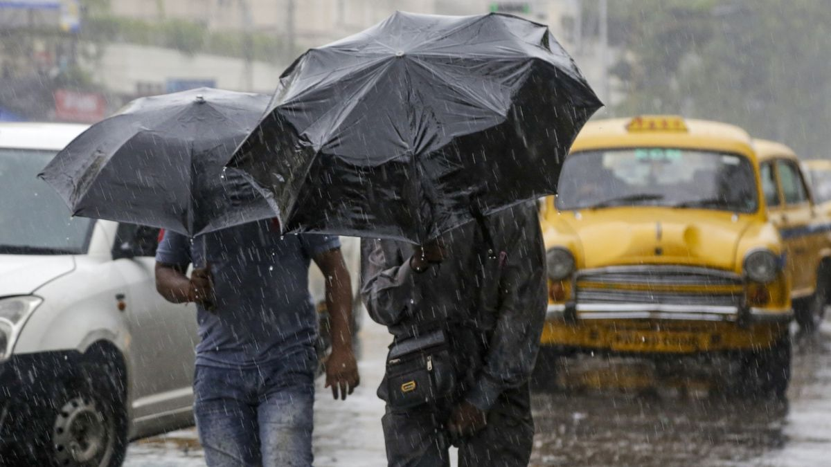 Cyklón Bulbul dorazil nad pevninu, evakuace stovek tisíc lidí zachránila životy