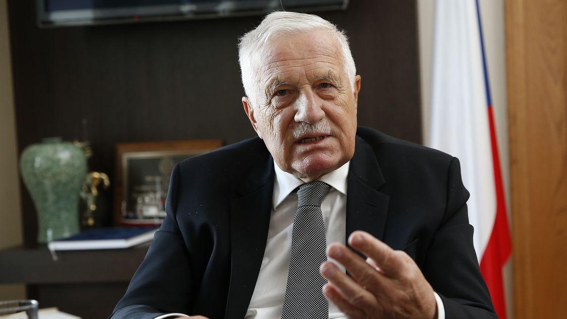 Nemůžeme dostávat stejné příjmy jako předtím, řekl exprezident Klaus