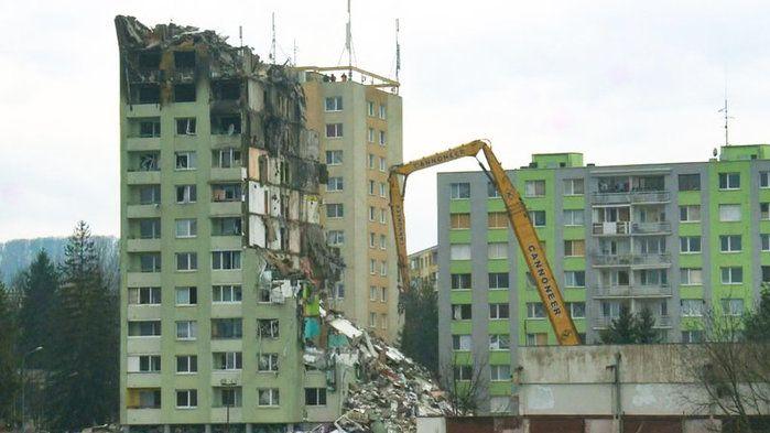 Panelák v Prešově jde k zemi. O majetek přijdou i lidé z nezničených bytů