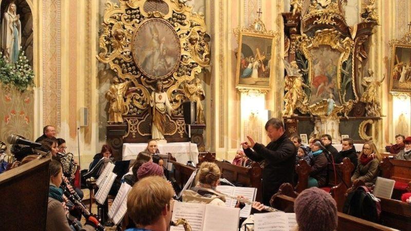 Adventní koncertování zábřežského orchestru vplném proudu