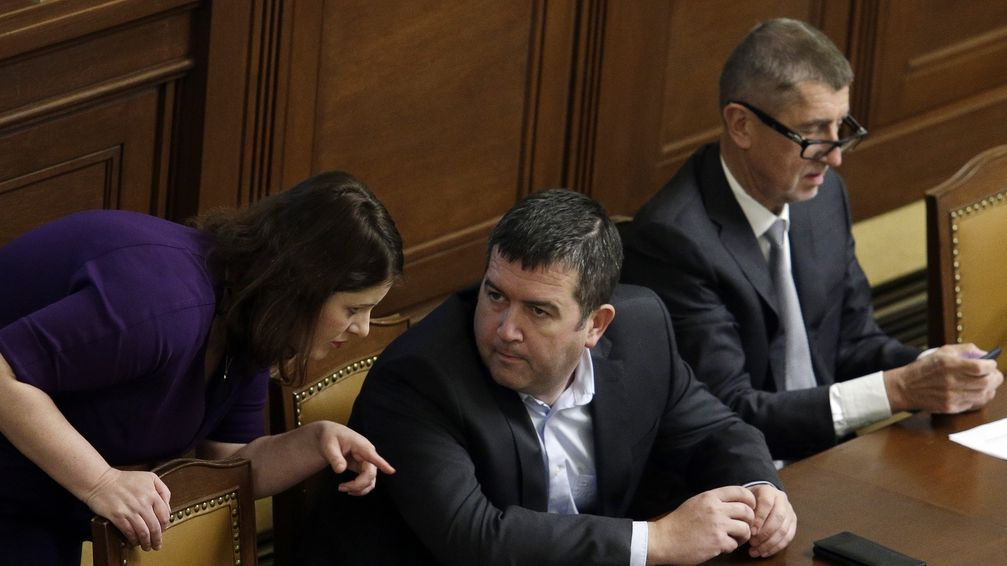 Sněmovna schválila zvýšení daní na alkohol, tabák a loterie