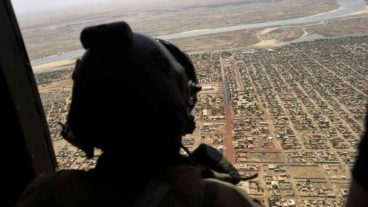 Vláda zvažuje vyslat do Mali i bojové jednotky