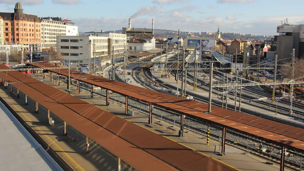 Na brněnské hlavní nádraží se po roce vrátí plný provoz