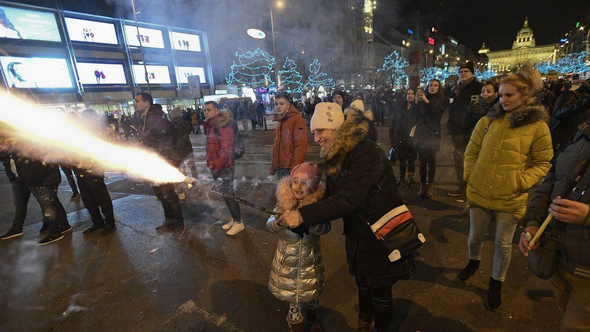 Příchod nového roku přivítaly v centru Prahy tisíce lidí