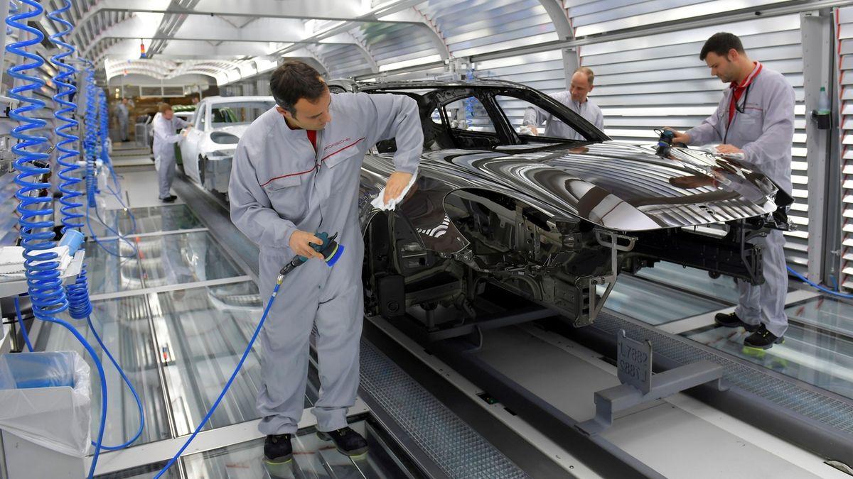 Německá ekonomika rostla nejpomaleji za šest let, přesto má přebytek 1,25 bilionu