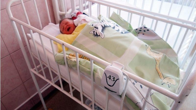 Dvanáct nových přístrojů zajistí bezpečný spánek novorozenců vNemocnici Přerov