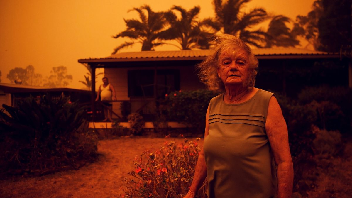 Bushfires in Nowra, New South WalesNancy Allen and Brian Allen stand outside the house as high winds push smoke and ash from the Currowan Fire towards Nowra, New South Wales, Australia January 4, 2020. REUTERS/Tracey Nearmy