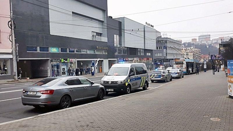 Kvůli nahlášené bombě vyklidili policisté obchodní střediska vcentru Zlína