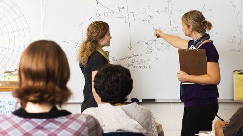 Slovensku chybějí tisíce učitelů, ani vyšší mzdy jim nestačí na živobytí