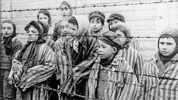 Před 77 lety nacisté vyhladili rodinný tábor v Osvětimi. Mezi tisíci zavražděnými byly ženy i děti