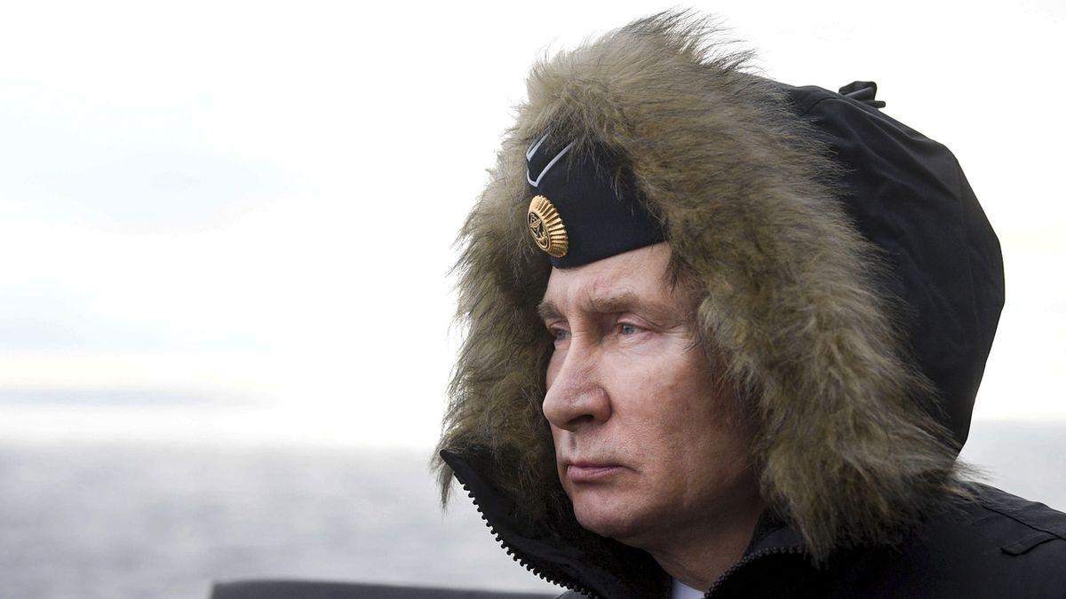 Putin přihlížel vojenskému cvičení. Došlo i na test nadzvukových raket