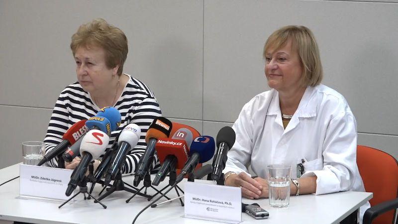 Češi držení v karanténě kvůli koronaviru opustili Bulovku