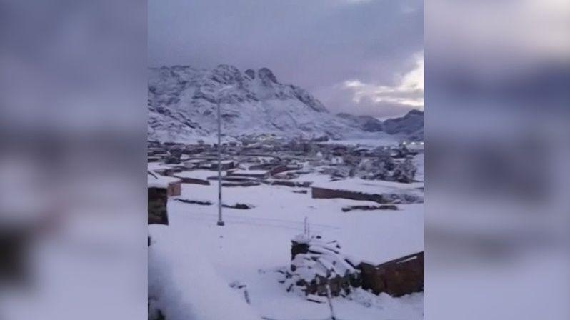 Zima si spletla region, sníh zasypal Řecko, Egypt i Blízký východ