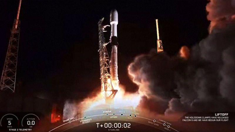 Společnost SpaceX vynesla do kosmu další sérii komunikačních družic Starlink