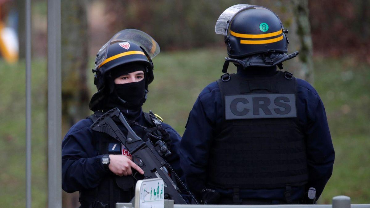 Dívka utonula v Seině, policie podezírá ze zabití dva její vrstevníky