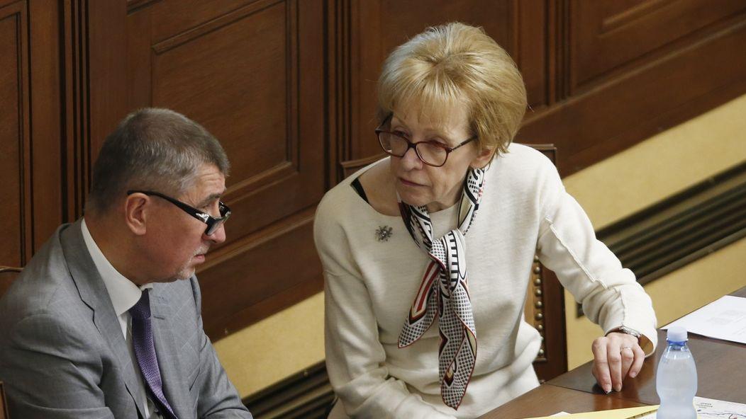 Bylo mi jí líto. Babišovi ministři stojí za Válkovou a zlehčují její spolupráci s justičním vrahem